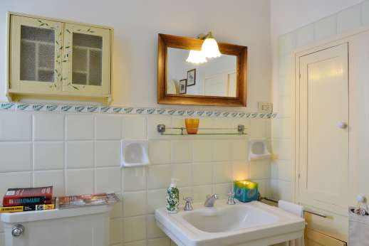 The Estate of Casa Vecchia - The en suite bathroom.