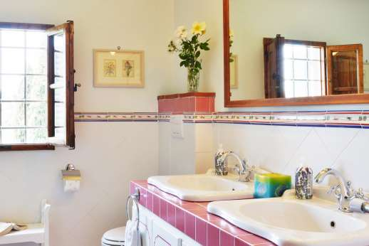 The Estate of Casa Vecchia - The en suit bathroom.