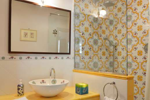 The Estate of Casa Vecchia - En suite bathroom.
