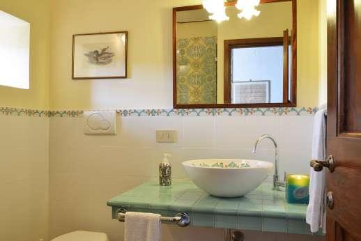 The Estate of Casa Vecchia - An en suite bathroom.