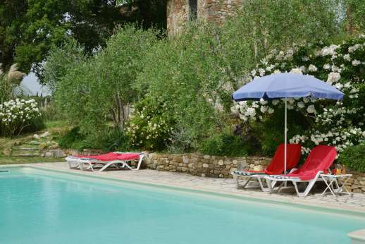 The Estate of Casa Vecchia - Relax by the pool immersed in greenery.