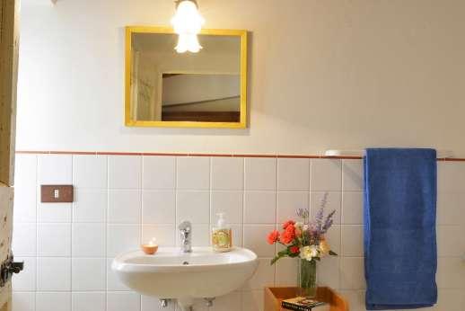 The Estate of Casa Vecchia - The en suite bathroom with shower.