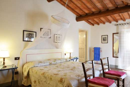 The Estate of Casa Vecchia - Double bedroom with en suite bathroom with bath.