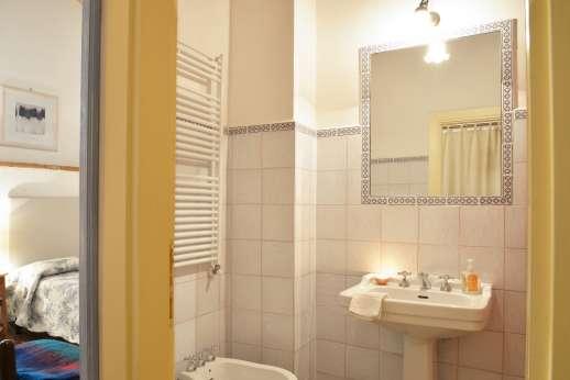 The Estate of Casa Vecchia - En suite bathroom with shower to the ground floor twin bedroom.