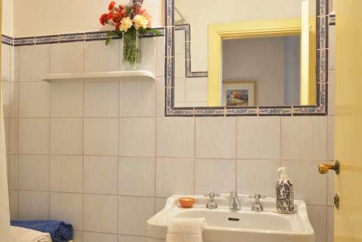 The Estate of Casa Vecchia - En suite bathroom with shower.