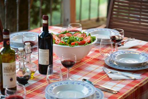 The Estate of Casa Vecchia - Enjoy the culinary delights of Tuscany.