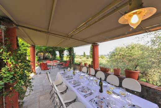 Villa le Cipressae - The shaded loggia for taking your meals outside