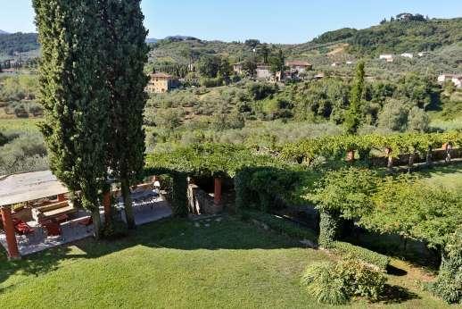 Villa le Cipressae - The elegant 17th century gardens