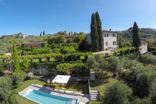 Villa le Cipressae - The well maintained tiered garden
