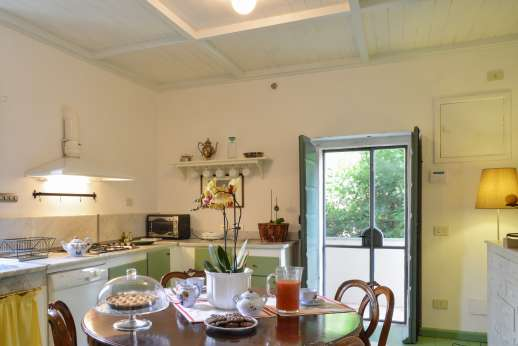 Villa le Cipressae - The second floor kitchenette accessible from outer steps