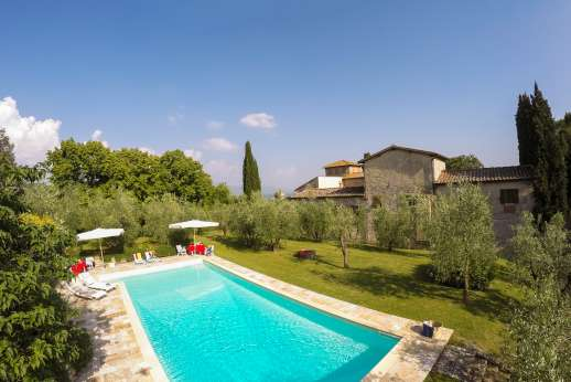 Fonte Petrini - The large pool 14x5.5m/49x18 feet is 20 yards from the house.