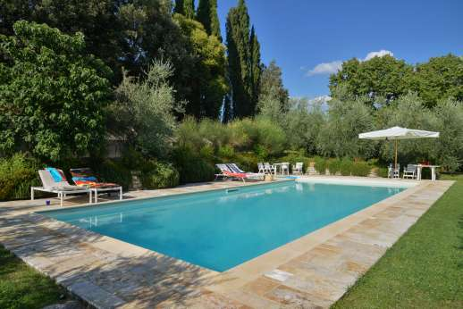 Fonte Petrini - Panoramic terrace with sitting area with views on the Italian garden and the Valdarno.