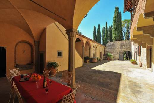 Fonte Petrini - Shaded area for al fresco dining leading though to the kitchen