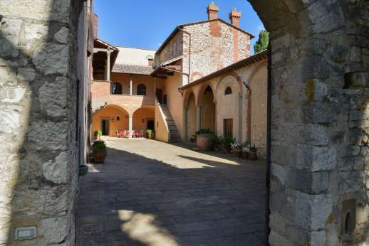 Fonte Petrini - Beautiful stone building