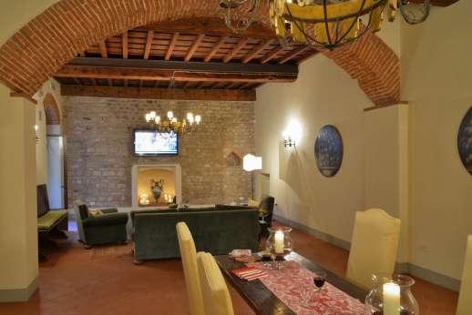 Fonte Petrini - Ground floor large sitting room and dining area