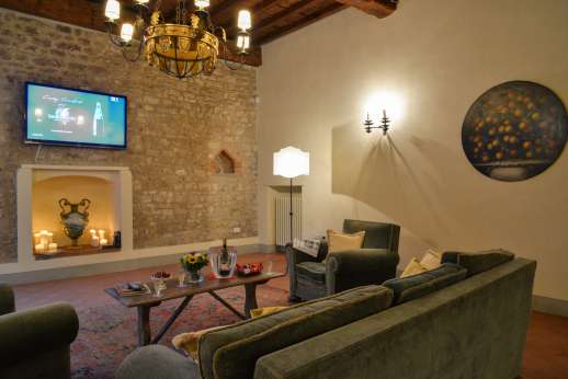 Fonte Petrini - Ground floor large very comfortably furnished sitting and TV room