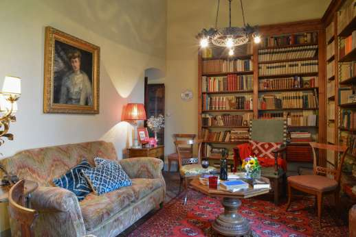Fonte Petrini - First floor library and seating area