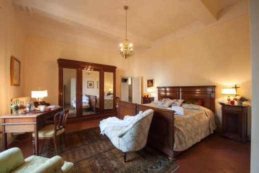 Fonte Petrini - Upper first floor master bedroom