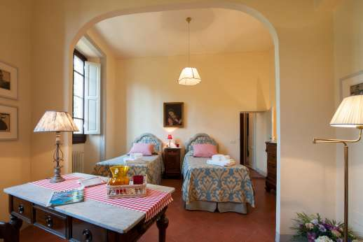Fonte Petrini - First floor twin bedroom [convertible to double] with ensuite bathroom with shower