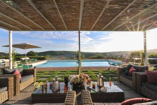 Borgo Gerlino - Enjoy the amazing views by the pool