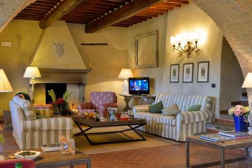Borgo Gerlino - Two adjoining living rooms with TV and direct access to the garden