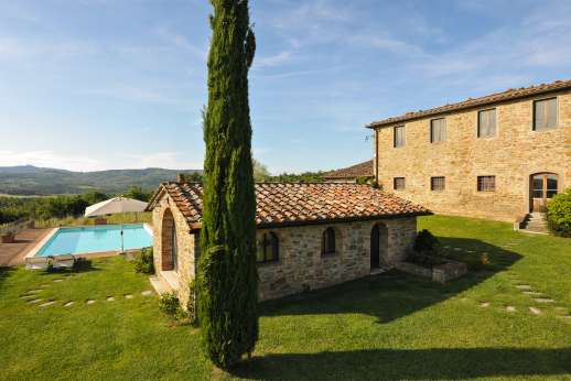 Borgo Gerlino - Beautifully maintained gardens surround the villa
