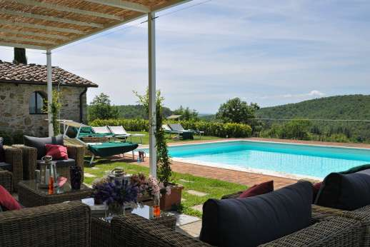 Borgo Gerlino - Plenty of seating by the pool including sofas and deckchairs