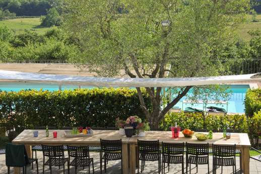 Borgo Gerlino - Outside dining area overlooking the pool
