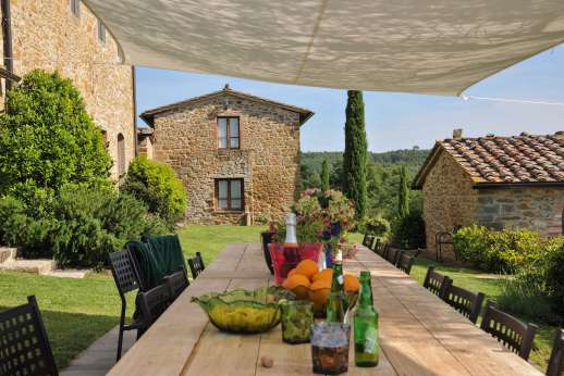 Borgo Gerlino - Outside dining easy reach of the kitchen