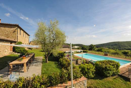 Borgo Gerlino - Set within a 0.5 hectare/1 acre fenced garden you have a stone-paved shaded area with al fresco dining table for 18 people