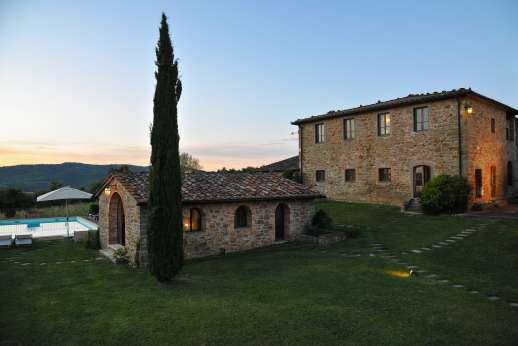 Borgo Gerlino - Annex located next to the swimming pool with sauna, Jacuzzi, hand basin and shower.