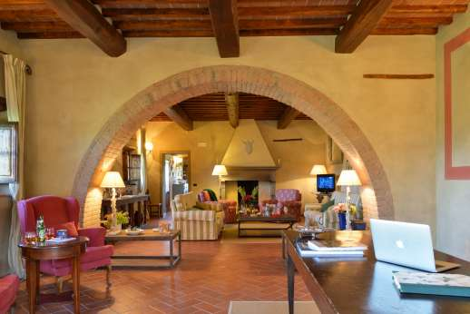 Borgo Gerlino - Traditional terracotta floors with underfloor cooling system throughout