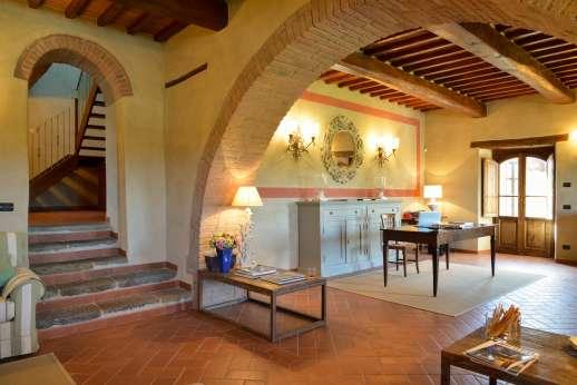 Borgo Gerlino - Ground floor sitting room leading upstairs