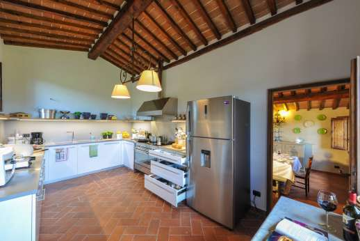 Borgo Gerlino - New and very well equipped kitchen leading to the dining room