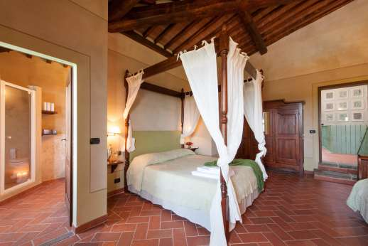 Borgo Gerlino - Main house first floor four poster bed with under floor cooling system with ensuite bathroom