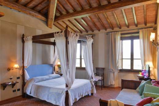 Borgo Gerlino - Main house first floor four poster bed with under floor cooling system
