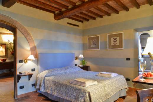 Borgo Gerlino - Double bedroom with ensuite bathroom with shower and independent access from the garden