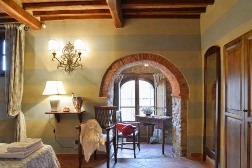 Borgo Gerlino - Alcove with desk and access to the garden