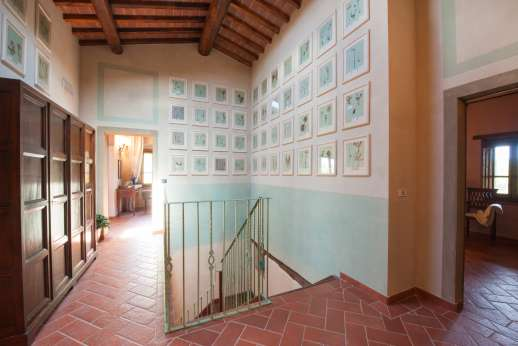 Borgo Gerlino - Updtaris in the villa leading through to the bedrooms