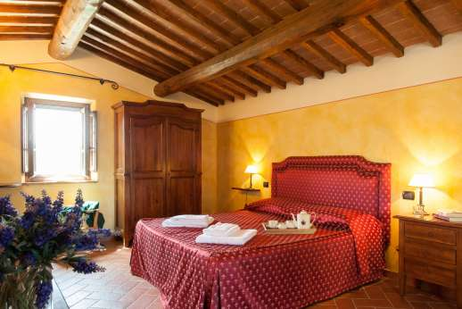 Borgo Gerlino - Guest House first floor bedroom with independent access to the garden
