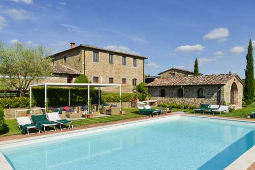 Borgo Gerlino - Relax by the pool here with the guest house annex to the right and the villa at the back