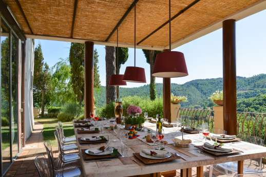 Villa Albizi - Dining area next to the kitchen ideal for al fresco meals
