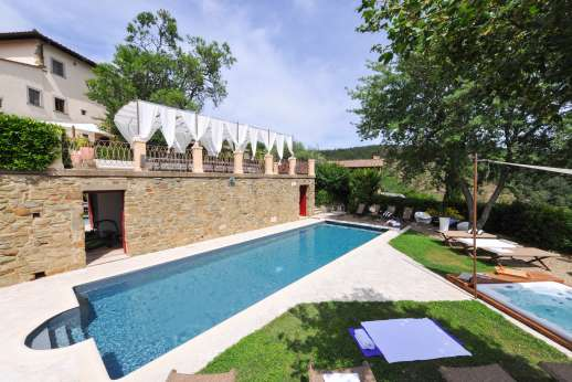 Villa Albizi - Terraced garden leads down to the private swimming pool