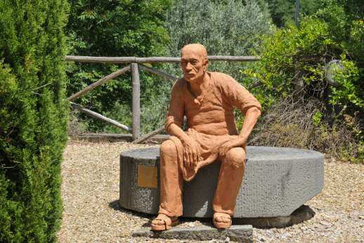 Villa Albizi - A lovely sculpture in the garden