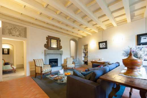 Villa Albizi - First floor cosy living room with TV