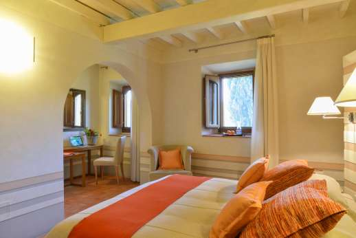 Villa Albizi - Second view of the room with separate seating area with desk