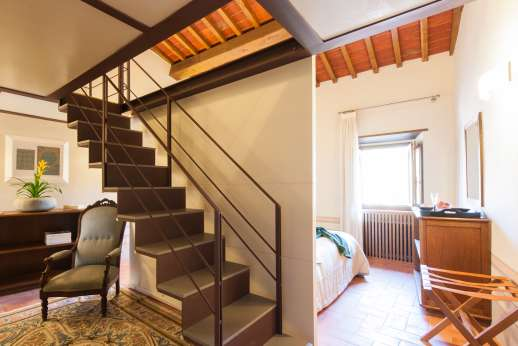 Villa Albizi - The room has stairs up to mezzanine