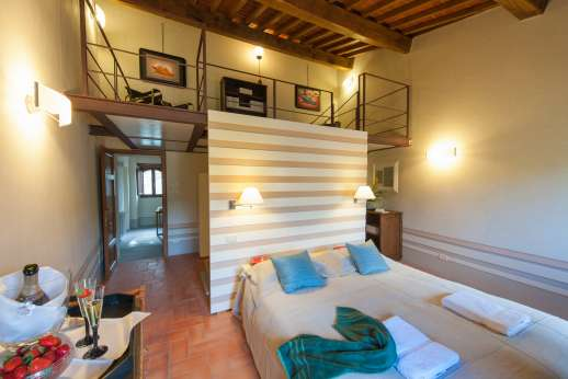 Villa Albizi -  Air conditioned double bedroom [convertible to twin] with ensuite bathroom with Jacuzzi.