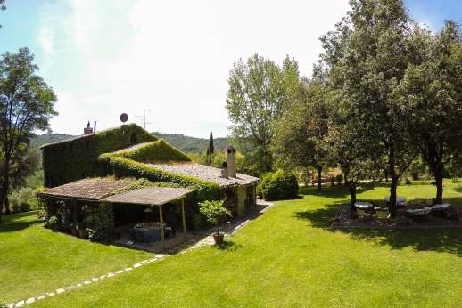 Podere Uccella - The large well kept garden