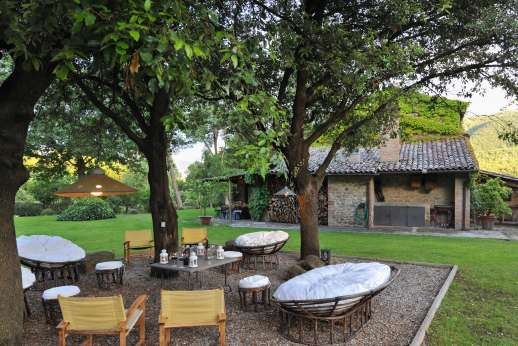 Podere Uccella - There are a few different places to sit and relax outside